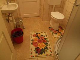 Cserépkályhás szoba fürdője