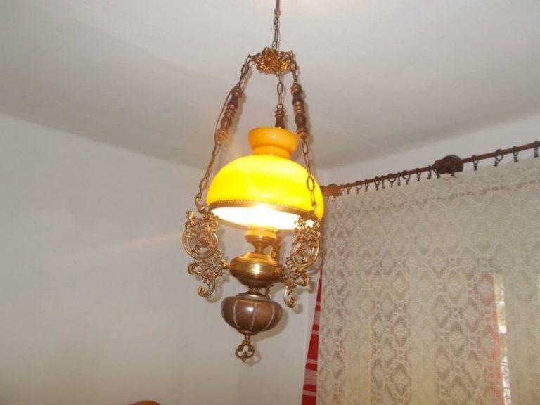 fenyo-szoba-antik-lampa-kicsi